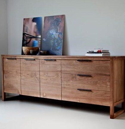 Modern masif yemek odası denildiğinde masif çam yemek odası,masif konsol ,masif kayın konsollar , masif ceviz mobilyalar ,son derece hesaplı ürünler ve son derece kaliteli mobilyalar son derece kullanışlı olmaktadır.