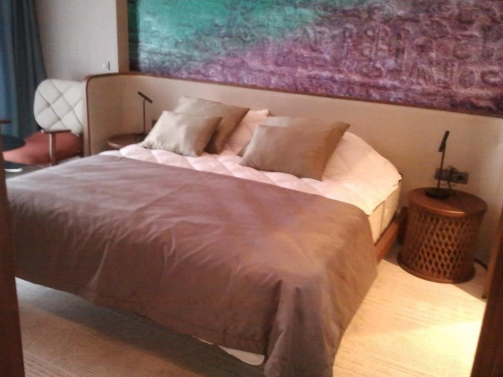 Otel mobilyası Suit odada üretilen bütün ürünler Bostan mobilya imalatıdır.Otelin yemek yene bölümünün tasarımı çok şık kullanışlı ve insanı cezbeden,modası geçmeyen bir tasarıma sahip.