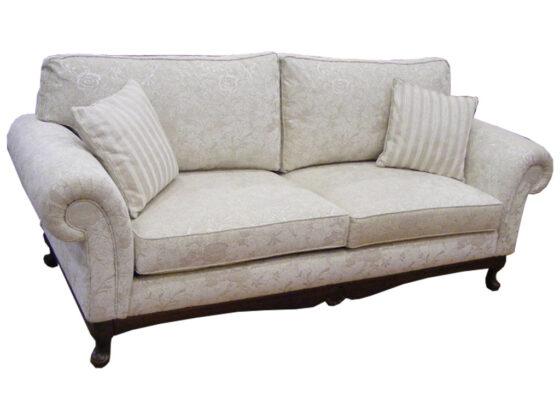 Klasik kanepe denildiğinde en güzel örnekleri arasında en fazla tercih edilen ve en göz dolduran kanepe Bostan Mobilya da bulunmaktadır , firmamız klasik kanepe konusunda oldukça ihtisaslaşmış ve goblen kanepe konusunda da oldukça göz dolduran modeller arasında bulunmaktadır , klasik koltuk takımı olarak yapılan isterseniz tek kanepe olarak kullanılan klasik kanepemiz istenilen kumaş yapılabilir alt kısımdaki ahşap kısım isterseniz kumaş kaplı olarak da yapılabilir , istenilen kumaş yapılabilir bununla beraber istenilen ölçüde yapılabilir klasik kanepe denildiğinde en güzel örnektir firmamızda klasik kanepe konusunda oldukça fazla modellerimiz vardır.