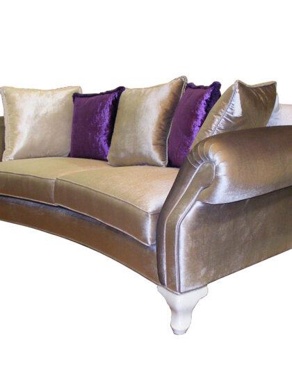 Bostan mobilya ve Alan mobilyada bulabileceğiniz ,modern kanepe,minotti,molteni,flexform karışımı,son derece modern bir ürün,bostan Mobilyadan.minotti,flexform,laura ashly gibi firmalarda benzerini bulabilirsiniz. Klasik kanepe olarak isterseniz sadece kol kısımlarını ve ön kısmını hakiki deri yapılabilir oturum kısımları kumaş olarak kalabilir , kumaş olarak isterseniz keten olarak isterseniz komple hakiki deri olarak kaplanılabilir , klasik kanepe olarak güzel bir örnek , isterseniz chester koltuk takımı ile veya iki aynı klasik kanepe ile takım yapılabilir ,Fransız berjer yada baxter berjer ile klasik koltuk takımı yapılabilir.