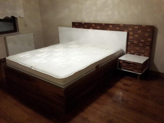 Ceviz çıtalı yatak odası beyaz lake ve ceviz yatak odası,son derece modern ve sade yatak odası,karyola yüzseksen'e iki metre,dolap iki altmışa iki yirmi yapılabilir,ceviz kısımları lake yapılabilir,ayrıntılı bilgi için mağazamızı ziyaret edebilirsiniz.