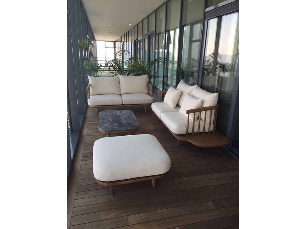 Masif meşe den imal edilen İskandinav koltuk modern bir görünüme sahip bununla beraber isterseniz modern salonlarda chester koltuk ve kanepe ile takım yapılabilir istenirse modern kanepe ile takım yapılabilir bununla beraber isterseniz küçük ölçü yapılıp giriş hol ler de kullanılabilir , geniş açık balkon veya kapalı balkon larda veya teraslarda takım olarak kullanılabilir.Ankara Siteler de ki atölyelerimiz de ürettiğimiz koltuğu meşe ağacından ürettik bununla beraber masif ceviz ve ya kayın ağacından ve ya daha antik bir görüntü elde etmek için çam ağacından üretilebilir,kendi imalatımız dır istenilen ölçü üretilebilir.Masif koltuk sevenler için güzel bir üründür.aklınız da masif koltuk olarak düşündüğünüz bir model var ise biz yapmaya hazırız.Masif koltuk takımının sehba sı mermer olarak düşünülmüştür bununla beraber isterseniz siyah cam da yapılabilir.