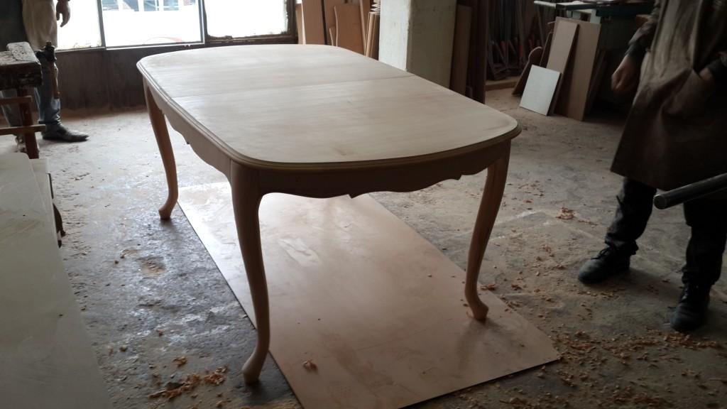 Masif Oval lükens masa kare masa ve dikdörtgen masadan hoşlamayanlar için yapılabilen bir model son derece kullanışlı bir model,masif ,sağlam mobilya kullanabilmek isteyenler için tasarlanan masif masa,Bostan mobilya ve tasarım'da bulabilirsiniz.