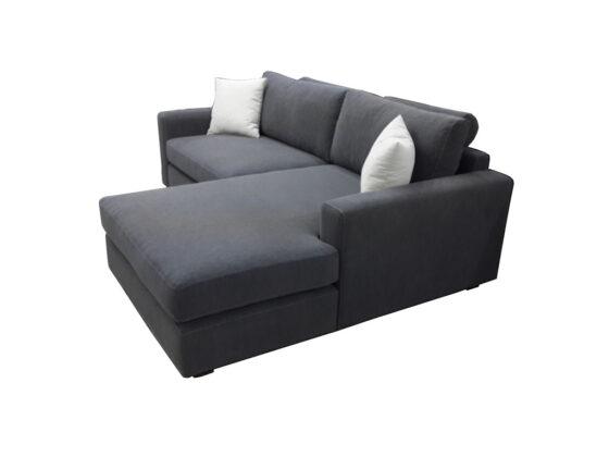 Ankara Siteler de ürettiğimiz özel sipariş üzerine ürettiğimiz modern köşe koltuk takımı oldukça küçük ve fonksiyonel bir köşe koltuk modeli , İstanbul yolu üzerinde olmak üzere Yozgat , Bartın , Nevşehir , Erzurum gibi illerden oldukça talep almaktadır , keten gri kumaş olarak yapılmıştır , sizin istediğiniz renkte üretilme ihtimali vardır , Ankara Siteler de ürettiğimiz model son derece kullanışlıdır , modern köşe koltuk modelleri türünde en çok beğenilen ürünler arasında bulunmaktadır , isterseniz modern kanepe olarak da üretilebilir , isterseniz tekli berjer , yada chester koltuk takımı ile de beraber kullanılabilir , bununla beraber masif mobilya lar ile de son zamanlarda oldukça kullanılmaktadır.