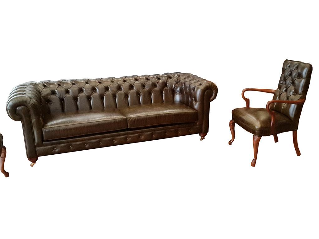 İstanbul chester koltuk son derece kaliteli ve sağlam bir model , tek kelime ile işçilik harikası ,chester koltuk takımı olarak veya chester kanepe olarak değişik tarzda ürünler yapabiliyoruz , Ankara Siteler de imal edilen birinci sınıf ürünleri sizler için hazırlıyoruz , bununla beraber İstanbul , İzmir , Bursa , Eskişehir , Muğla gibi illerden oldukça talep görmektedir , Chester koltuk takımı olarak müşterimiz istediği için koyu yeşil olarak yapılmıştır , bununla beraber chester kanepe hardal sarısı , pudra eskitme yeşil veya gri olarak üretilebilir bununla beraber chester kanepe pirinç teker ayaklı , torna ayaklı , lükens ayaklı olarak da yapılabilir. Chester koltuk isterseniz tek kanepe isterseniz üç metre olarak istediğiniz ölçüde yapılabilir , kendi teklisini de uygulayabiliriz. Ankara Siteler kopça sokak no : 96 nolu adresimizde görebileceğiniz ürün kargo ile istenilen ile gönderiliyor.