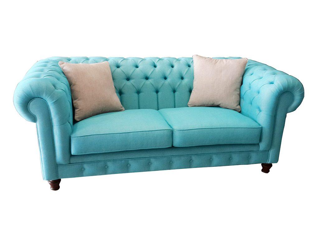 Keten turkuaz chester koltuk takımı , modern kanepe ile ve masif mobilya ile eşleştirilmiştir.