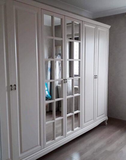 klasik country yatak odası , ceviz renk de olabilir.